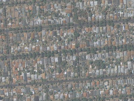 Imagem KOMPSAT-3A de 55 cm de resolução, cores naturais da área residencial de Adelaide, Australia; adquirida em janeiro de 2015.