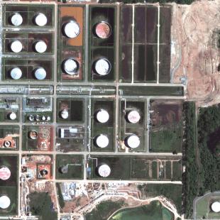 Geoeye PSM de 0.50 m de resolução, cores naturais de área de estocagem da Refinaria em Araucária - PR