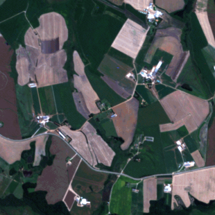RapidEye , 5 m, cores naturais, zoom de área rural