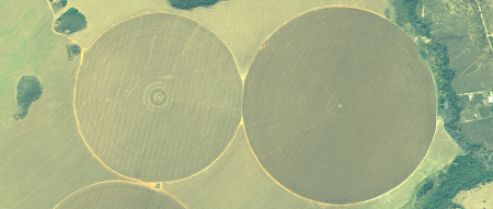 Imagem Kompsat 3A modo PSM, cores naturais, de  40 cm de resolução de uma área agrícola, escala 1:7.500