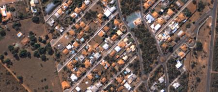 Imagem Kompsat 3A modo PSM, 40 cm de resolução em cores naturaisde uma área urbana residencial, escala 1:2.000