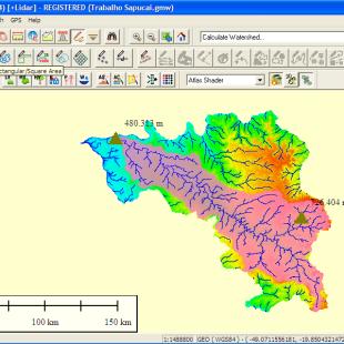 Delimitação automática realizada pelo Global Mapper da área de contribuição definida a partir de um ponto de chegada na bacia hidrográfica