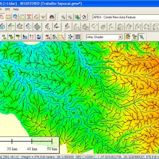 Zoom das linhas de crista (topo de morro) e de drenagem realizada automaticamente pelo Global Mapper, a partir da altimetria