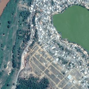 Pleiades de 0,50 m de resolução, colorida da cidade de Ipaba e com o Rio Doce depois da poluição de novembro de 2015, MG