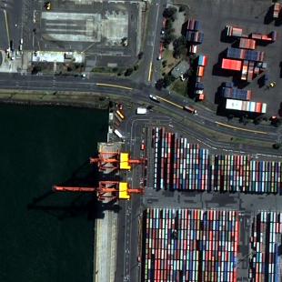Área de porto de containers resultante de processamento com o FuzeGo