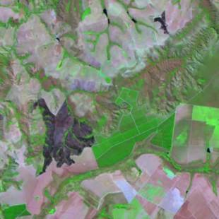 Landsat 7 30 m de resolução, bandas 5-4-3 em R-G-B, área agrícola com queimadas