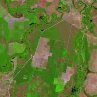 Landsat 7 30 m de resolução, bandas 5-4-3 em R-G-B, área agrícola