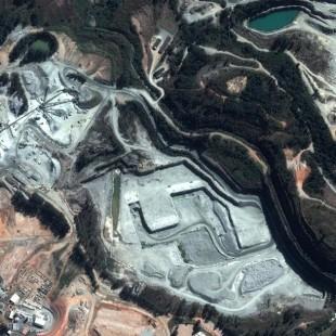 Pleiades de 0,50 m de resolução colorida de 2013, de uma area de mineração, para comparativo com WV2 ao lado de 2010.
