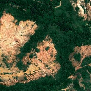 World View 3 PSM, 30 cm, colorido, de uma área de erosão no Cabo de Santo Agostinho, PE