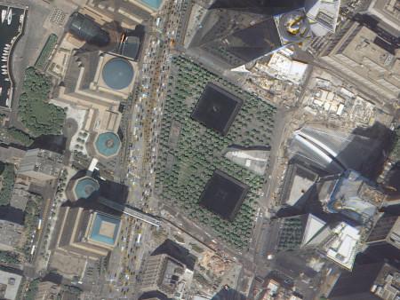 Imagem KOMPSAT-3A de 55 cm de resolução, cores naturais do local do World Trade Center, Nova Iorque, E.U.A., adquirida em 26 de maio de 2016.