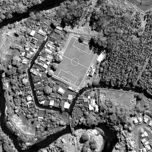 World View 1 de 0,50 m de resolução P&B de área urbana de Claraval - MG