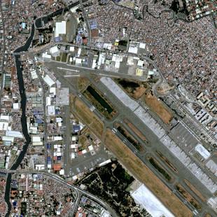 Imagem do KazEOSat-1  Modo PSM de 1 m de resolução de Manila, Filipinas.
